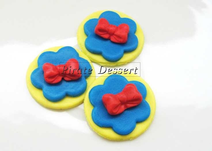 Edible Cupcake toppers SNOW WHITE and the 7 Dwarfs, Red Bow - Fondant cupcake decorations Princess Cupcake (3 pieces). $10.00, via Etsy.