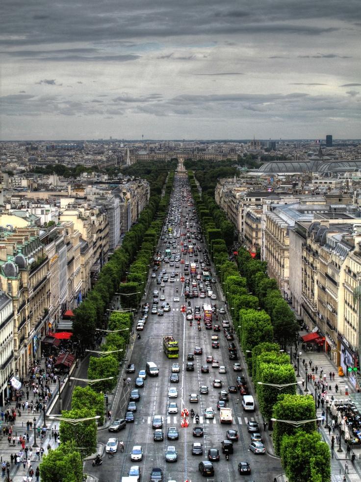 The Avenue des Champs-lyses, as viewed from the Arc de Triomphe de l'toile