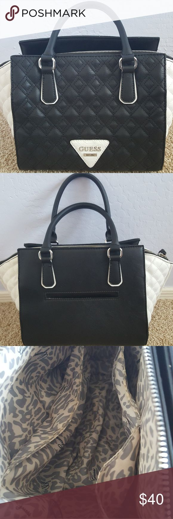 Black and white zipper purse Guess black and white pursr Guess Bags Shoulder Bags