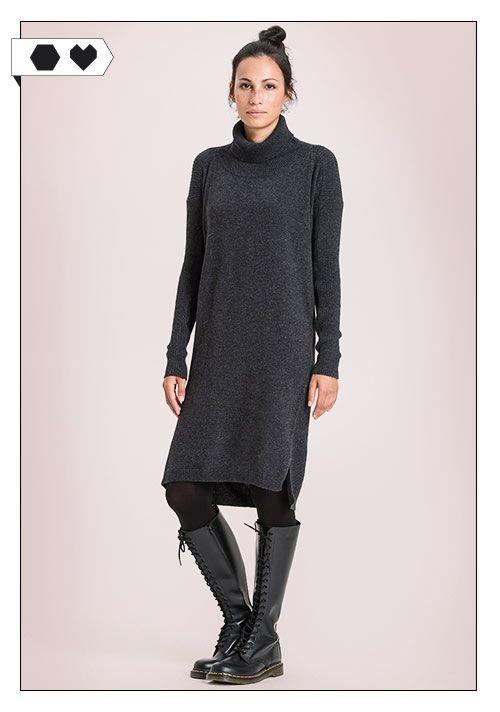 Addison Pulloverkleid von Re-Bello: Aus 95% Upcycled Wool und 5% Recyceltem Kaschmir-Woll-Garn. Unter fairen Bedingungen hergestellt in Italien. Das Model ist 176 groß und trägt eine S. ECO/SOCIAL/*195€*