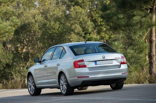 Škoda Octavia vue arrière  http://www.skoda-versailles.com/vehicules-neufs-skoda/skoda-octavia