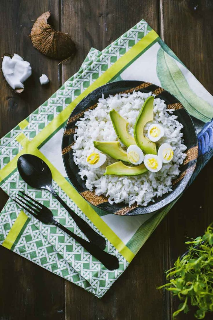 Riso al cocco: Il #riso al #cocco è una strepitosa idea per stupire i tuoi ospiti: semplicissimo da fare, è cotto in forno assieme al latte di cocco per un sapore unico!