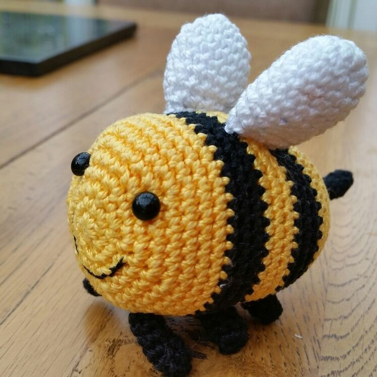 Crocheted bee for val