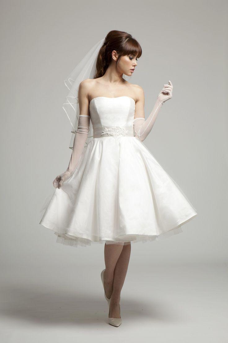 Melanie Potro Bridal Couture - Grace: 50s style wedding dress with strapless bodice