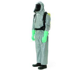 Dräger SPC 3800 Protección antisalpicaduras desde la cabeza hasta los pies. El traje de protección SPC 3800 impide el contacto con sustancias químicas sólidas y líquidas y se usa principalmente en la industria y en la navegación.