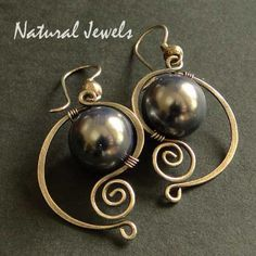 Pendientes de plata de ley 925 y una concha de perla.  Una enorme concha de perla de 12 mm de diámetro es en este marco elegante de plata de ley