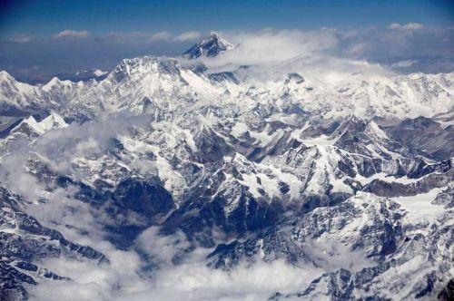 エベレストが地震で3センチ反転、標高は変わらず | ナショナルジオグラフィック日本版サイト