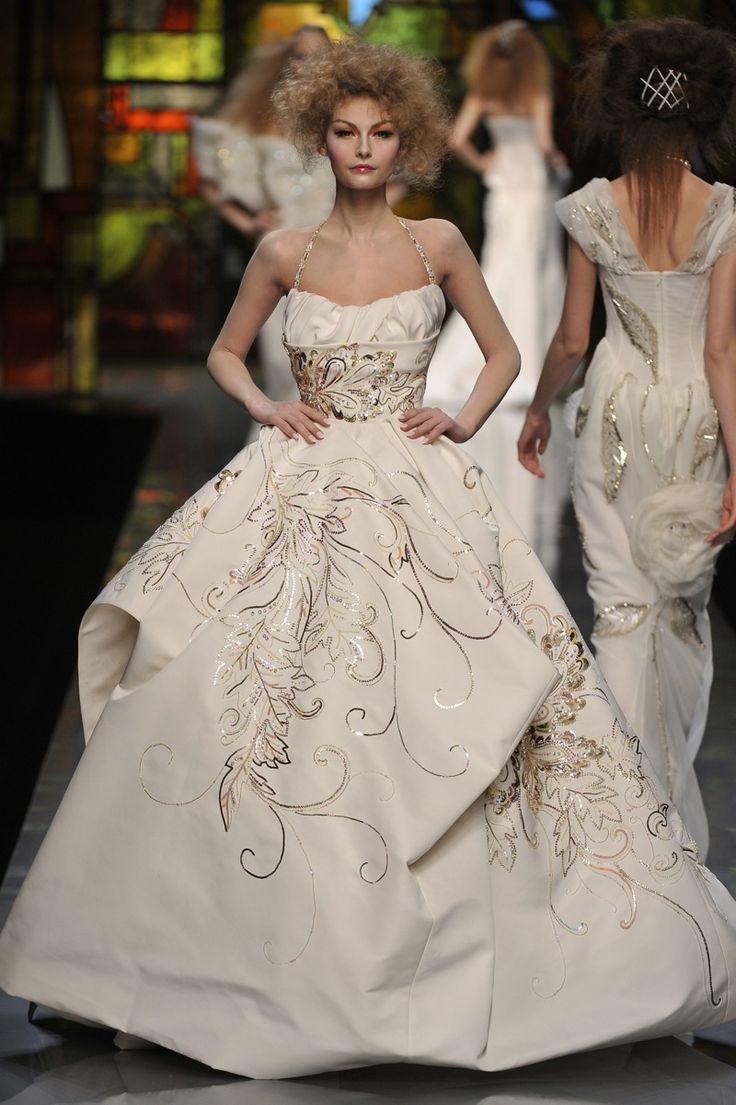 340 best HAUTE COUTURE BRIDAL GOWNS images on Pinterest | Wedding ...
