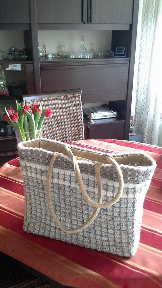 Jute tas gehaakt met het Sas-patroon. Een ontwerp van Saskia de Winter.