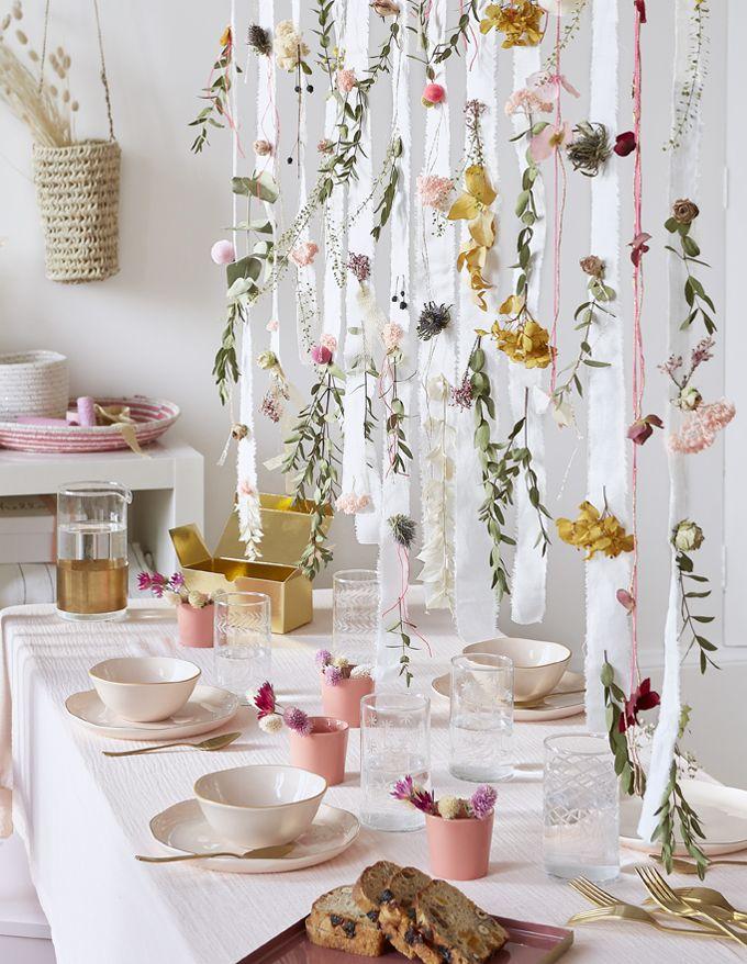 DIY déco : une suspension de tissu et de fleurs séchées