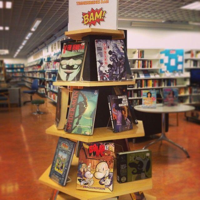 Det er tegneserienes dag! Og Free comic book day! Så om du enten er en gammel traver eller er litt nysgjerrig på tegneserier, så kom å lån noen av våre flotte tegneserier! Helt gratis ;) #tegneserier #comicbooks #loddefjord #bibliotek #loddefjordbibliotek #freecomicbookday