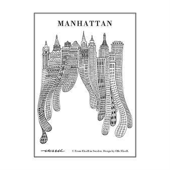 Den charmiga Manhattan poster är designad av Olle Eksell som var en illustratör från Sverige. Olle Eksells konst är känd över hela världen och 1956 gav han form åt de ikoniska cacao ögonen för företaget Mazetti. Den snygga Manhattan postern i svart och vitt har ett lekfullt motiv med Manhattan ur Olles ögon. Det är en kul detalj för väggen och passar köket lika bra som sovrummet!