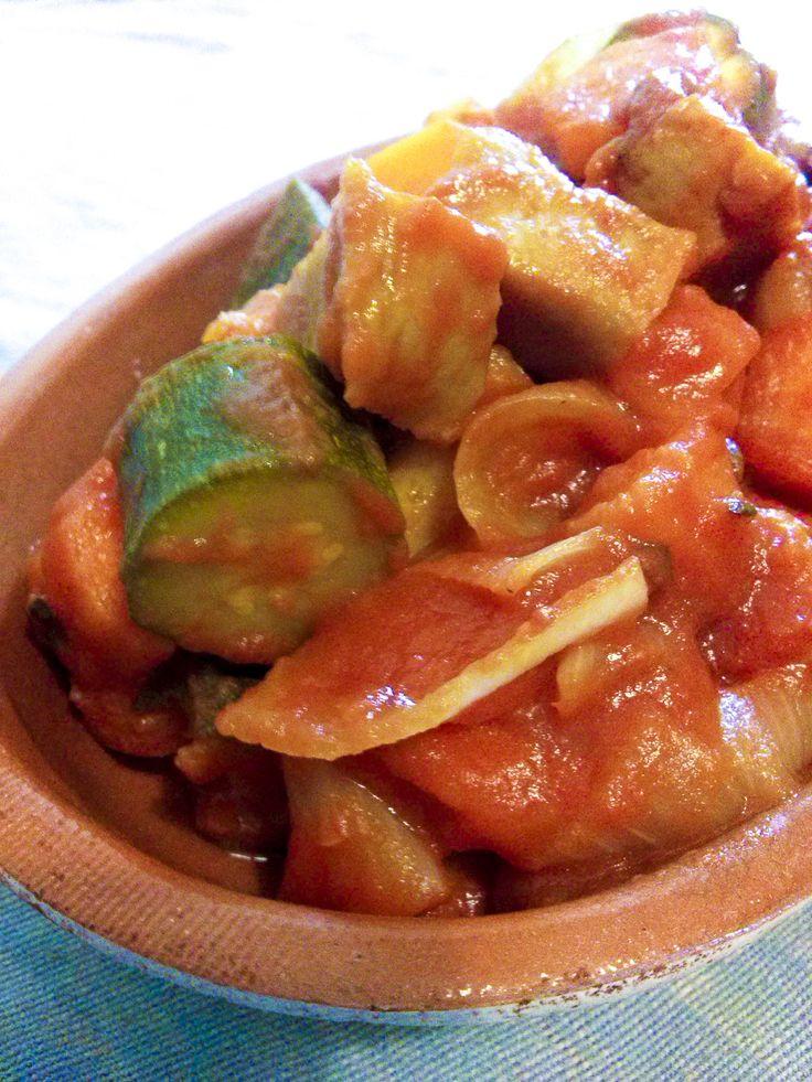 spezzatino di seitan classico  Su #kitchengirl.it 7 ricette con il #seitan... Numero 5: #spezzatino di seitan #classico  http://www.kitchengirl.it/sette-giorni-in-tavola/7-seitan/  #zucchine #carote #sugo #passatamutti #mutti #blog #tacchiepentole #cucinavegetariana #Veg #ricetta #cucina #amicincucina #lacucinaitaliana #cucinaitaliana #ricetteperpassione #pranzoitaliano #dolce_salato_italiano #clarinafood  #italianfoodbloggers #cucinoperamore