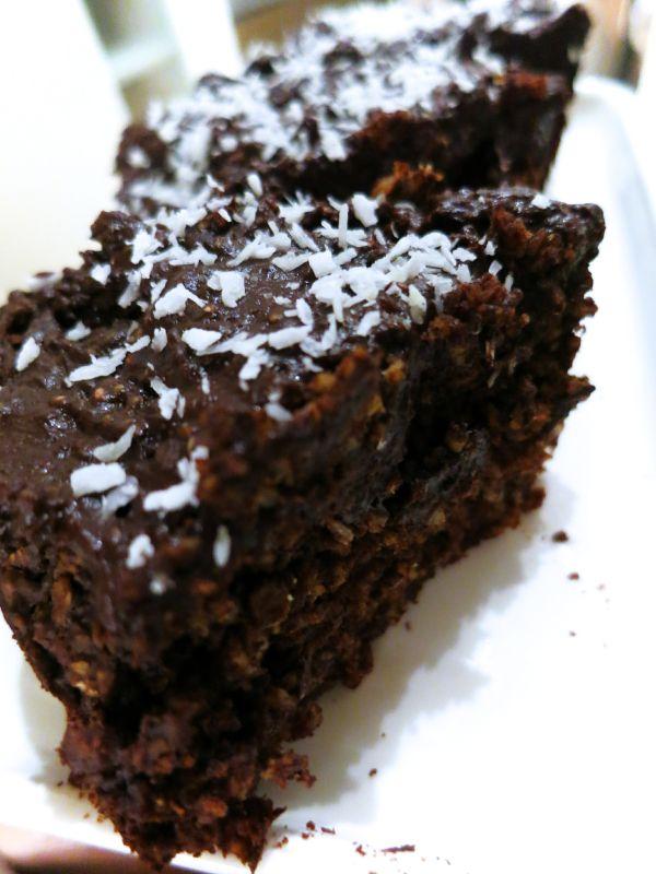 Her er en finfin oppskrift på sunne brownies laget av havregryn! Supre som et alternativ til havr...
