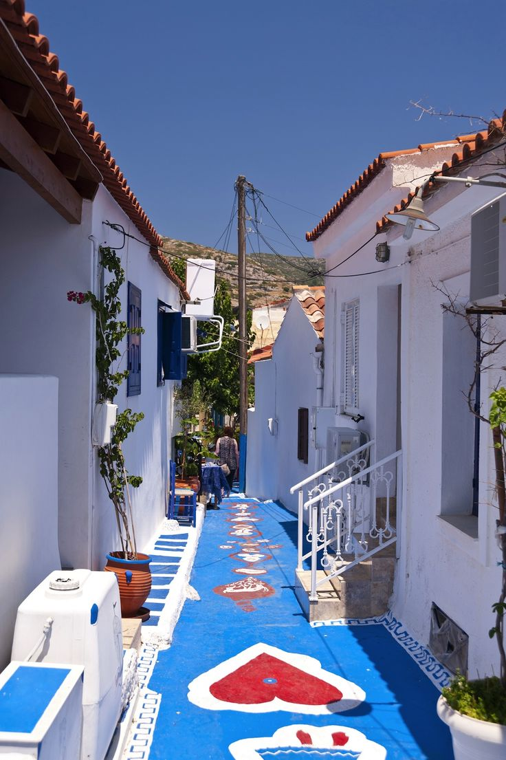 TRAVEL'IN GREECE | Colorful streets in Samos, #North_Aegean, #Greece, #travelingreece
