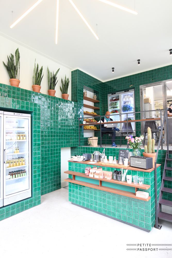 After the food fest of last Easter Weekend we can use some vitamins again. And nowadays every self-respecting city has its own cool cold-pressed juicery. These 5 are the best du moment! 1. Roots, Amsterdam (photo above) A small juice shop in Amsterdam-Zuid where...