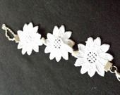 Bijou pour un mariage bracelet dentelle blanche pour une mariée romantique : Bracelet par forteselegantes