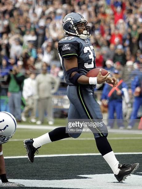 5f619f070 Running back Shaun Alexander of the Seattle Seahawks rushes for a touchdown  in the first quarter