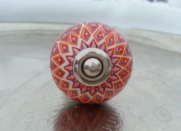 Knopp i porslin - rund med rött mönster på Tradera. Handtag & Knoppar  