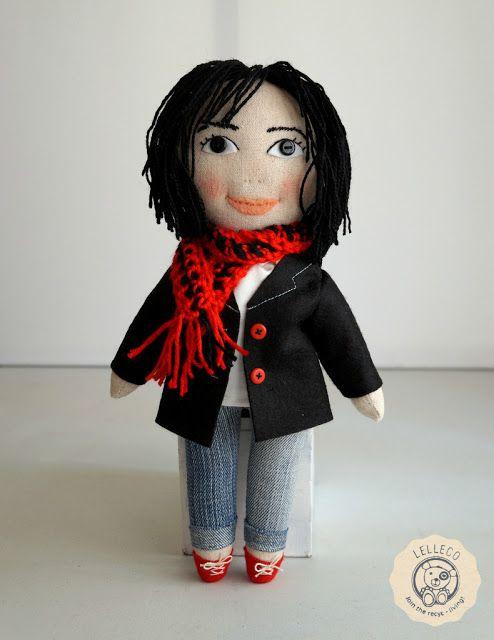 Muñeca personalizada con abrigo y bufanda Personalised doll with coat and scarf