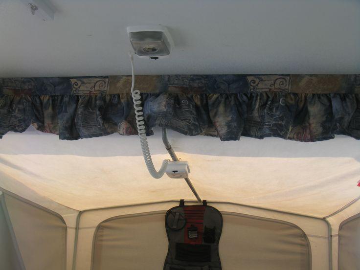 Bunk end fan/light on popup trailer,  Lumières de lit dans une tente-roulotte www.apocketfullofscrews.com