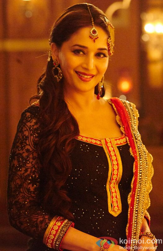Madhuri-Dixit-in-a-still-from-Dedh-Ishqiya