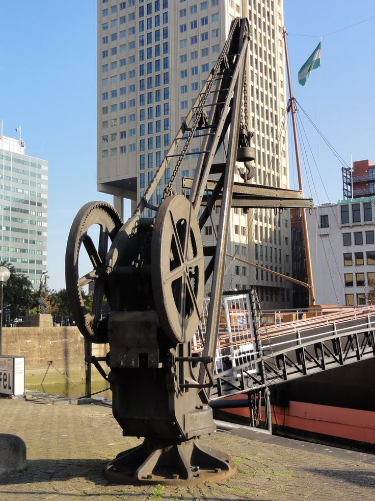 Small crane at the Maritime Museum.