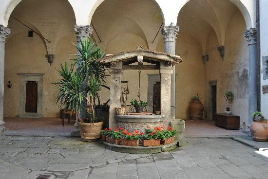 Castello del Trebbio: Cortile del Castello