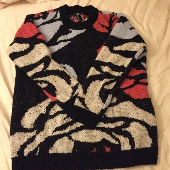 Chunky oversized sweater! NWT! Perfect for fall/ winter. Slightly fuzzy material. Very warm. Oversized so can fit up to medium. I love it, but I don't look good in oversized sweaters :( H&M Sweaters