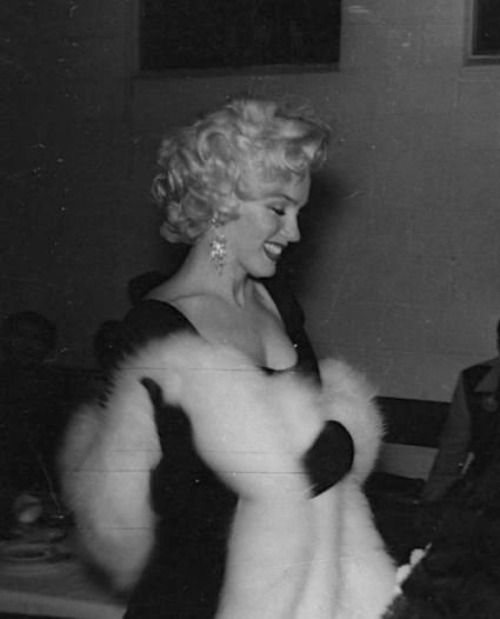 A rare photo of Marilyn Monroe on the night she was elected Miss Press Club of 1953.
