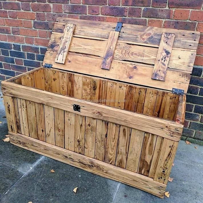 rustic-look-pallets-chest