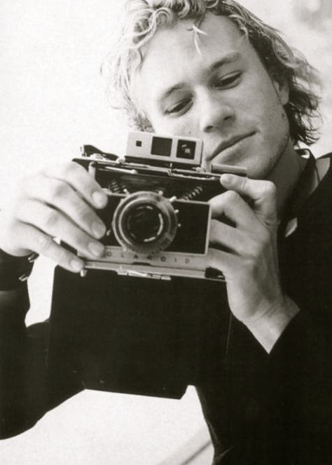 Today's über-cool celebrity with an über-cool Polaroid camera: the late HEATH LEDGER