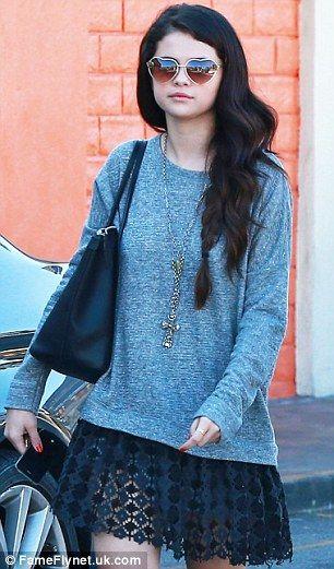 selena gomez wearing sunglasses | Setting her sights on love! Selena Gomez wears heart-shaped sunglasses ...