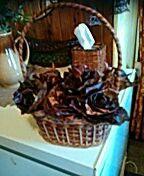 Košíček z papíru a růže z listí