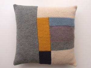 cushion by la casita.