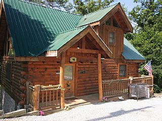 A CLIMBING CUB is a 2 story, 1 bedroom, 2 full bath LOG Cabin set in the beautiful wooded Sky Harbor Resort area, which is located just minutes from either the Gatlinburg or Pigeon Forge area. You will enter this cozy ...