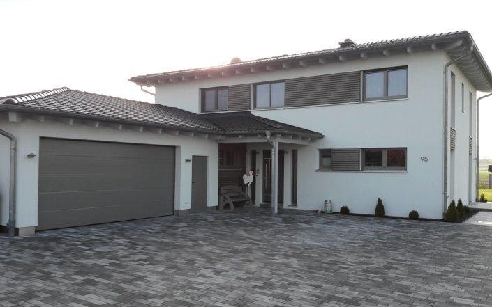 Maison individuelle avec double garage et pièce attenante à Ipsheim