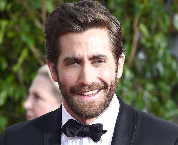 Medium hairstyles for oval face shape for men | Oval face hairstyles, Jake gyllenhaal