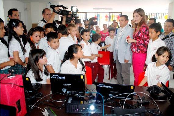 Mediante actividades en el punto vive digital, la administración participó en el día mundial del internet