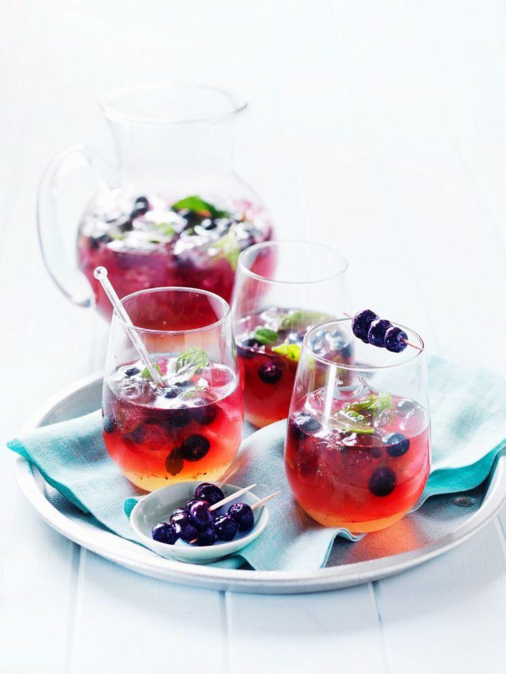 Blaubeer-Drink mit Minze | http://eatsmarter.de/rezepte/blaubeer-drink-mit-minze