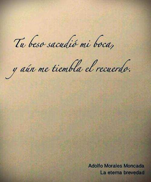 Mario Benedetti / tu beso sacudio mi boca y aun me tiembla el recuerdo...