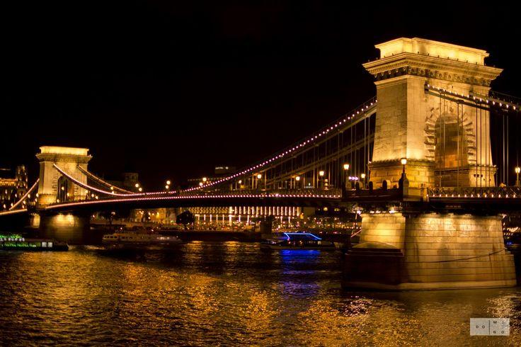 Chain Bridge at night Most Lancuchowy