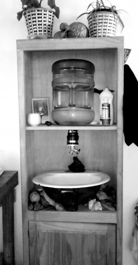 Plumbingless sink system