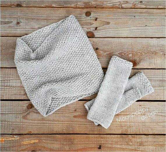 Hand knit snood and fingerless gloves in light grey Knitted