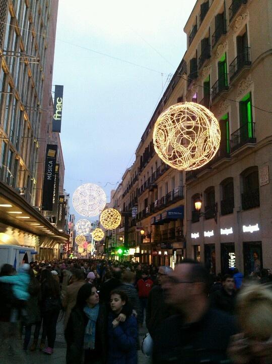 Bolas luminosas en Madrid.