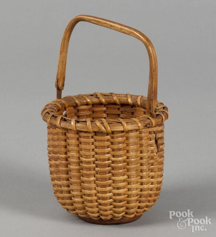 Small Nantucket lightship basket, labeled by Lester Harris, 3 1/4'' h. - Price Estimate: $80 - $120