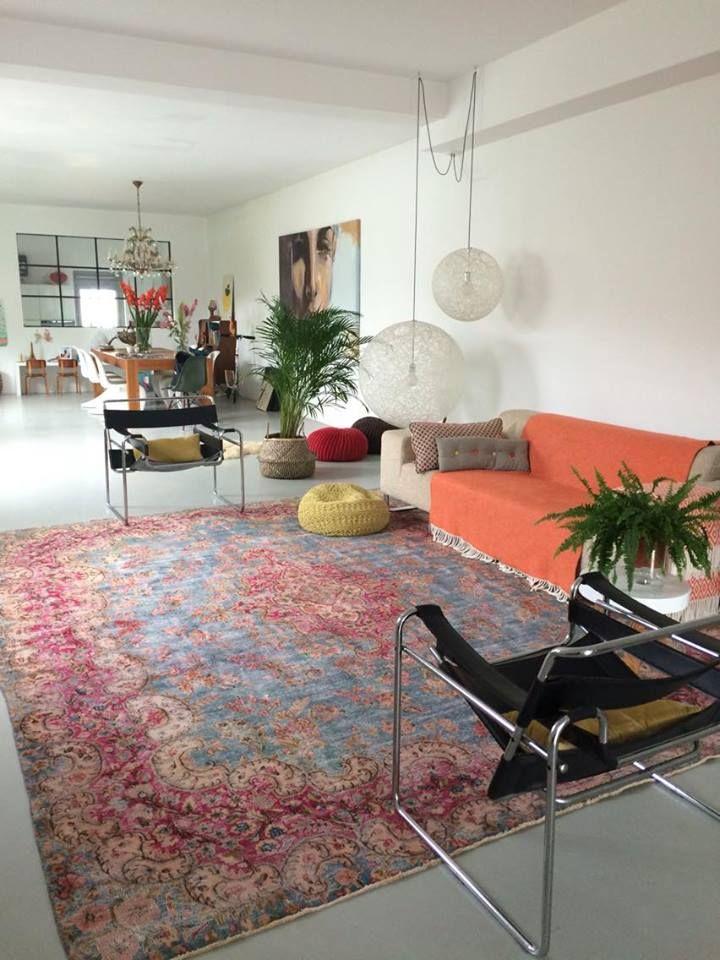 Dit vloerkleed uit Iran past mooi in dit interieur.
