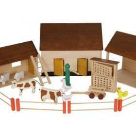 Drevená farma pozostáva z 3 budov, v najväčšej drevenej budove sa skrývajú 2 menšie a v tých domček pre zajace