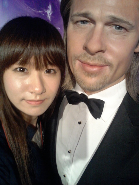 How to take a photo with Brad in Pusan, South Korea!  Pitt, you're so awesome!!