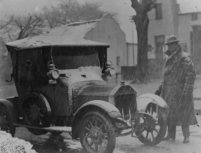 Dr Frans Petrus Bester (1875-1956), Paarl's district surgeon,  next to his Swift motorcar during the snowfall (Gribble Collection, Drakenstein Heemkring, Paarl).